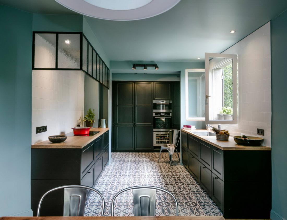 мятные стены черная кухня
